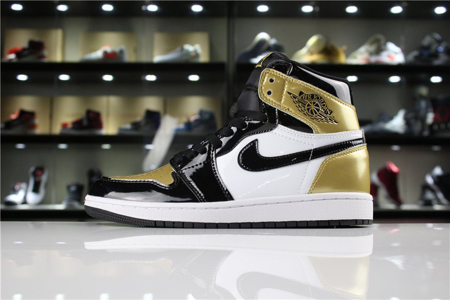 Mens and Womens Air Jordan 1 Retro High OG NRG Gold Toe Black/White-Metallic Gold